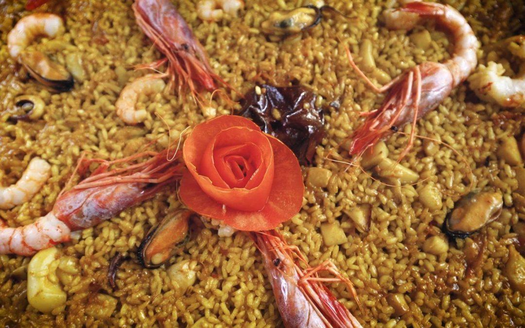 """Paella de marisco paso a paso. Arroz de """"senyoret"""" o señorito. Receta tradicional"""